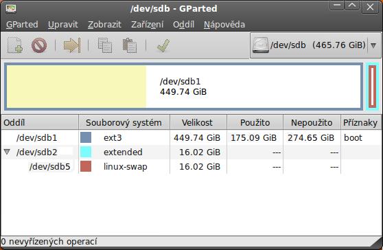 Ukazuje hlavní okno aplikace gparted.